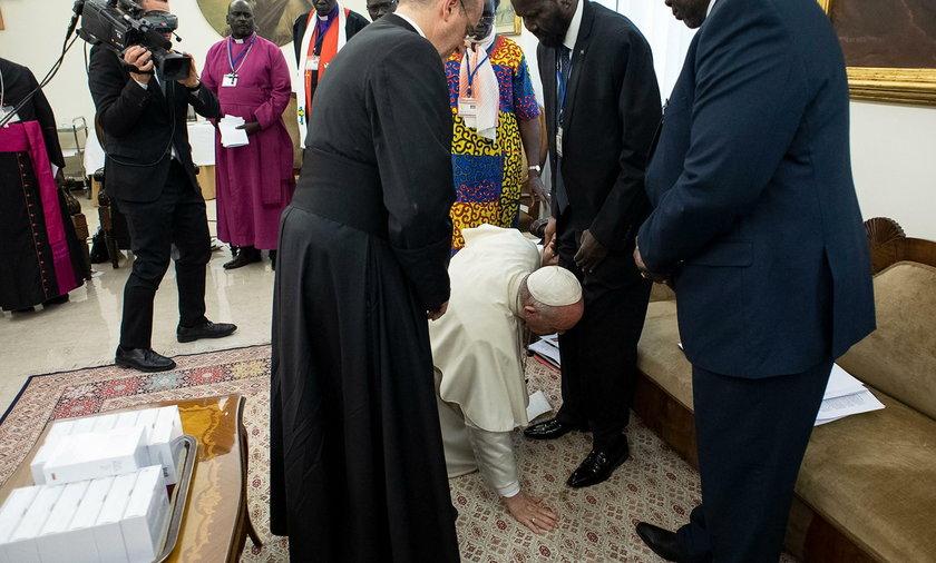 Niezwykły gest Franciszka. To zrobił prezydentowi Sudanu