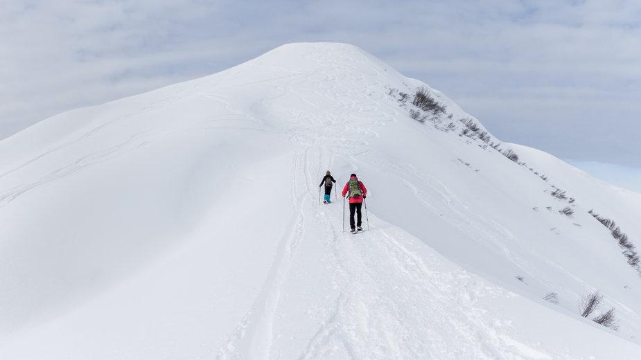 Para w górach (Zdjęcie ilustracyjne)