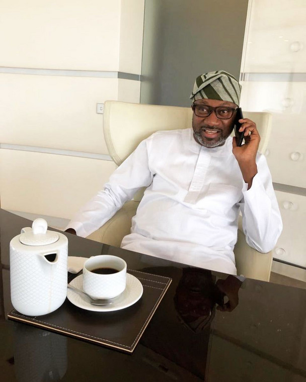 Richard Mofe-Damijo had in 2019, announced that Femi Otedola would be taking over Victor Olaotan's medical bills. According to him, he reached out to the billionaire businessman who decided to take over the entire hospital bills of the actor. [Instagram/Femi Ote]