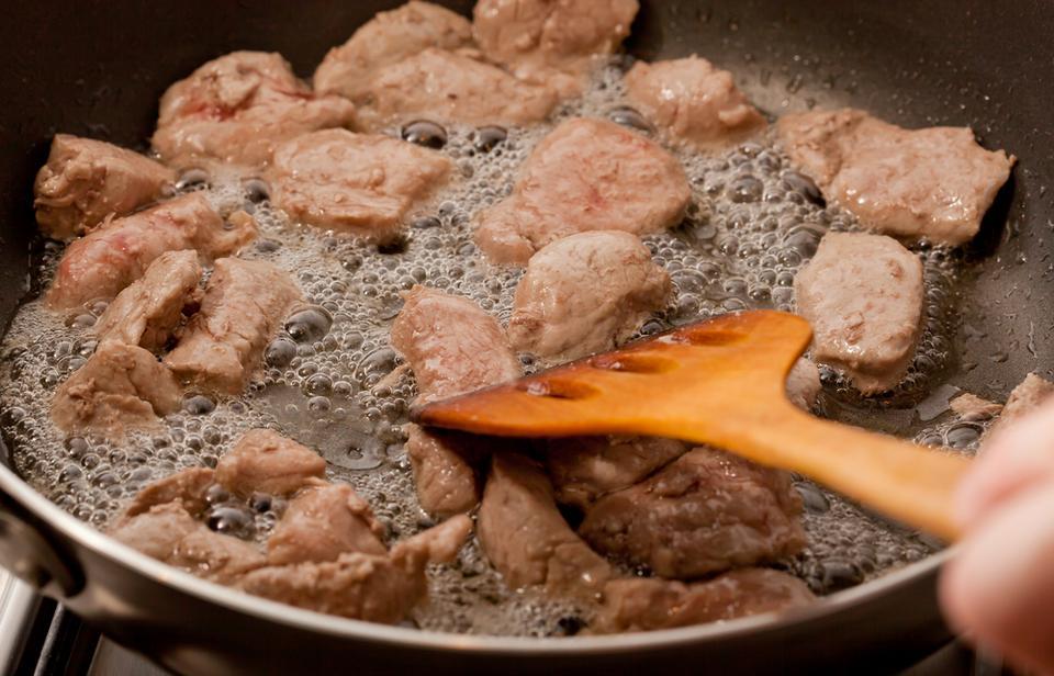 Produkty, które wywołują zgagę: smażone i tłuste potrawy