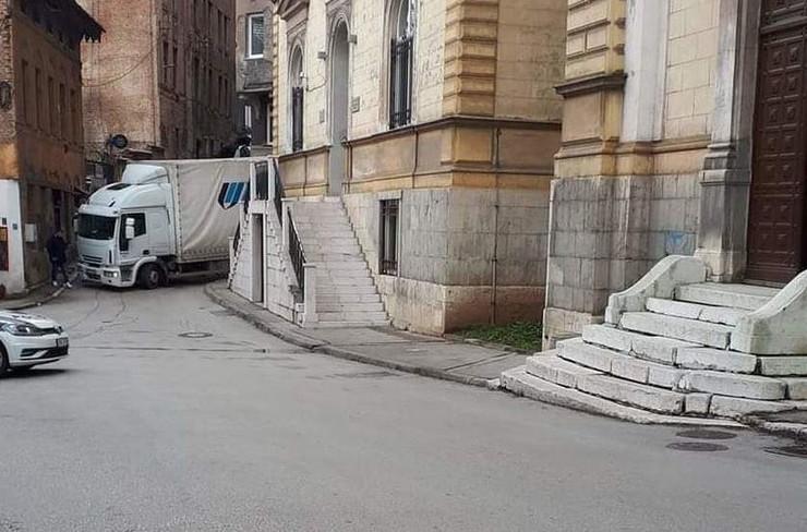 Kamion zaglavljen Sarajevo