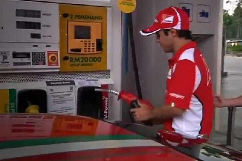 Milioner dorabiał na stacji benzynowej. Kto?