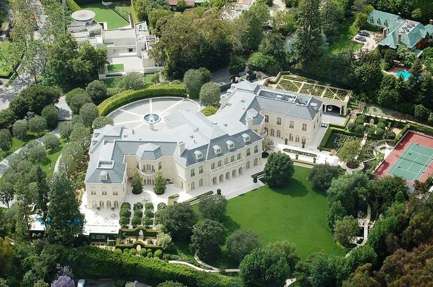 6. Posiadłość Manor została wybudowana w 1991 roku. Jej właścicielem był Aaron Spelling, znany producent telewizyjny. Wartość posiadłości jest oceniana na 150 mln dolarów.