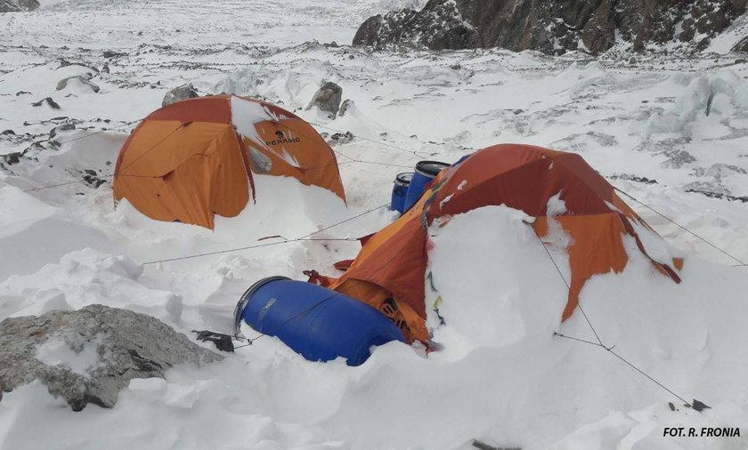 Polscy himalaiści w drodze na K2