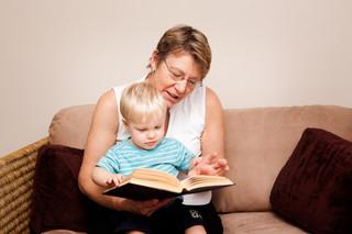 Pracy opiekunki do dzieci za granicą lepiej szukać poprzez agencje