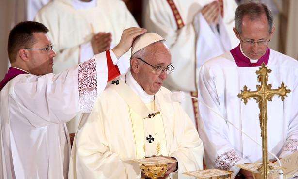 Papież Franciszek przewodniczy mszy św. w sanktuarium Jana Pawła II w krakowskich Łagiewnikach.