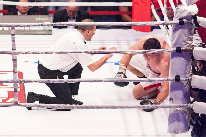 - Ten człowiek miał wiele cech, by pokonać w ringu każdego, ale jednocześnie w prawie każdej walce z kimś mocnym na początku nie radził sobie psychicznie - mówi.