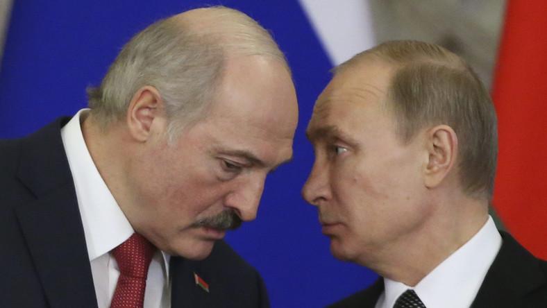 Łukaszenka kupuje sobie poparcie za rosyjskie pieniądze