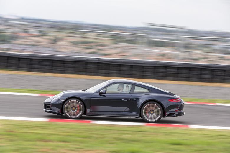 Porsche 911 Carrera 4S: Mocne coupÉ, które dużo wybacza