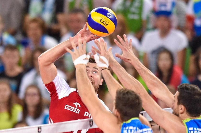 """Poza tym Słoweńców niósł doping ponad 11-tysięcznej widowni w Arenie Stožice, a biało-czerwoni po raz pierwszy zagrali przy trybunach będących """"przeciwko"""" nim."""