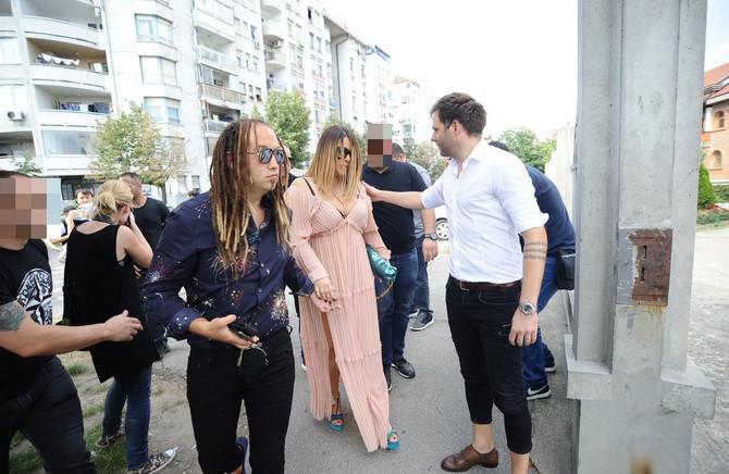 Ana Nikolić sa suprugom Stefanom Đurićem Rastom i bratom Markom Nikolićem na krštenju male Tare u Beogradu