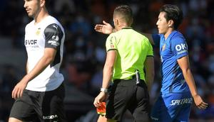 Mallorca's Lee Kang-in (R) was sent off against his former club Valencia on Saturday Creator: Jose Jordan