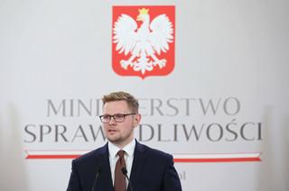 Woś ws. nowelizacji Kpa: Skandaliczne oświadczenia ambasad są próbą ingerencji w proces legislacyjny