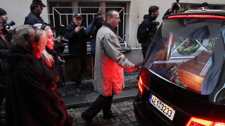 Tłumy Czechów żegnają byłego prezydenta Vaclava Havla
