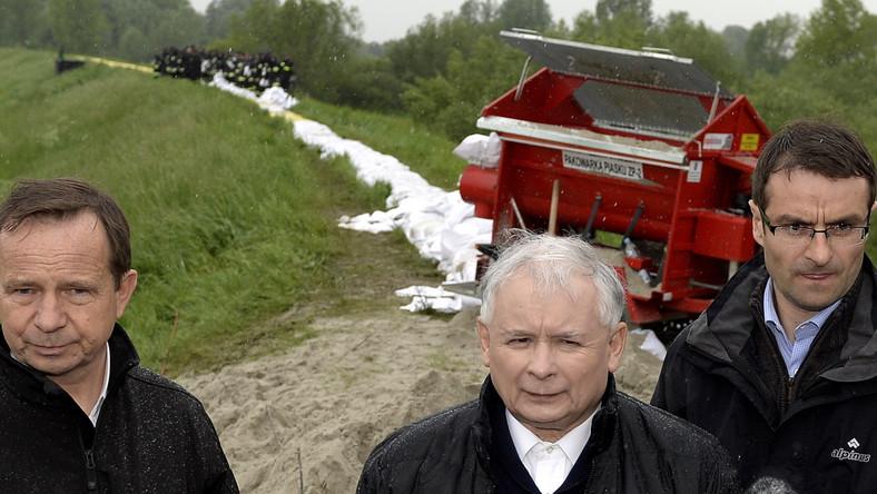 Szef PiS zawiesił udział w kampanii wyborczej i w czwartek udał się na południe Polski ze względu na zagrożenie tych terenów powodzią