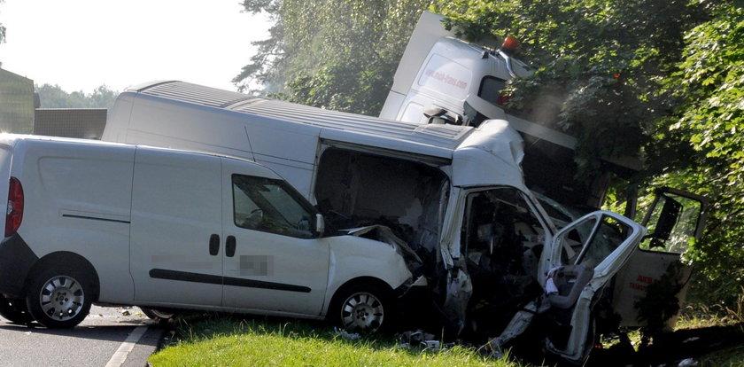 Tragiczny wypadek busa. Zginęły dwie osoby