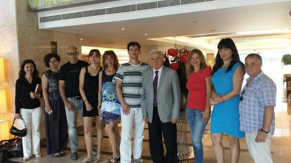 Umetnicki pres karavan u susretu sa direktorom kancelarije za kulturu i turizam Izmira