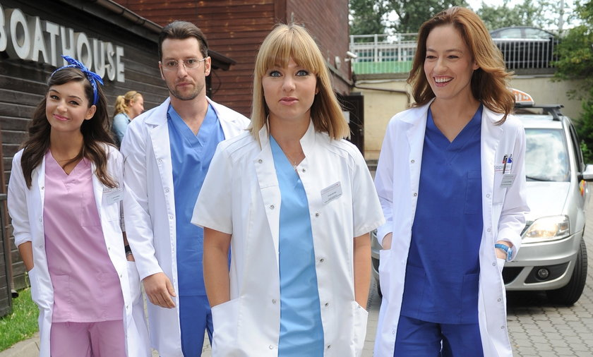 aktorzy na planie serialu Lekarze
