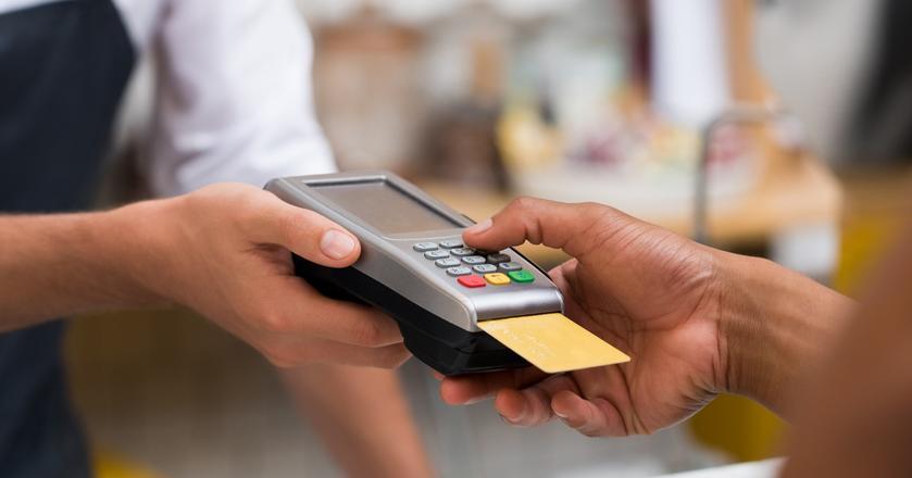 Według NBP w Polsce jest ponad 38 mln aktywnych kart płatniczych