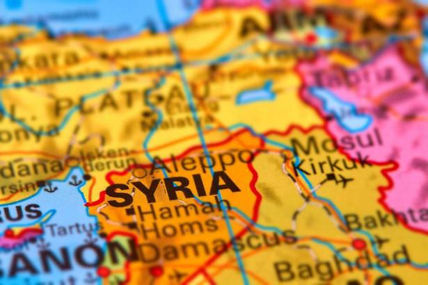 Syryjska wojna domowa trwa od 2011 roku. Jak się ocenia, dotychczas kosztowała życie ponad 400 tys. ludzi, a miliony zmusiła do opuszczenia domów lub uchodźstwa.
