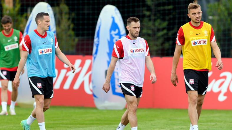 Piotr Zieliński (L), Maciej Rybus (C) i Michał Helik (P) na treningu podczas zgrupowania reprezentacji Polski