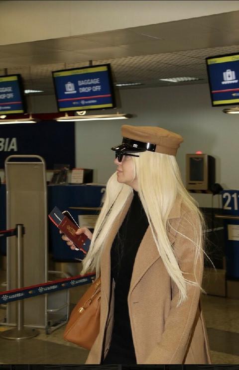 U ovakvom izdanju nikad nije viđena: Jelena Karleuša snimljena na aerodromu!