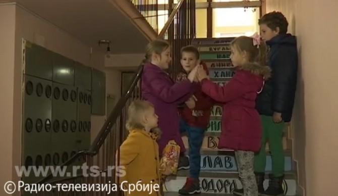 Ova deca žive u najlepšoj zgradi u Šapcu