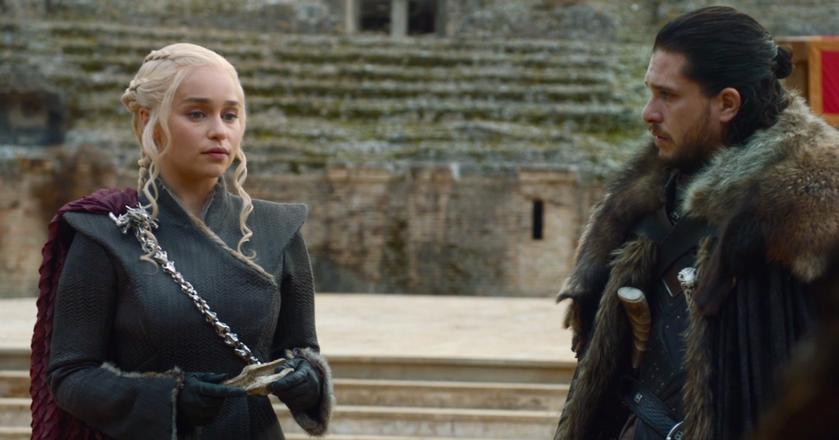 """Daenerys Targaryen i Jon Snow w finałowym, siódmym odcinku 7. sezonu """"Gry o Tron"""""""