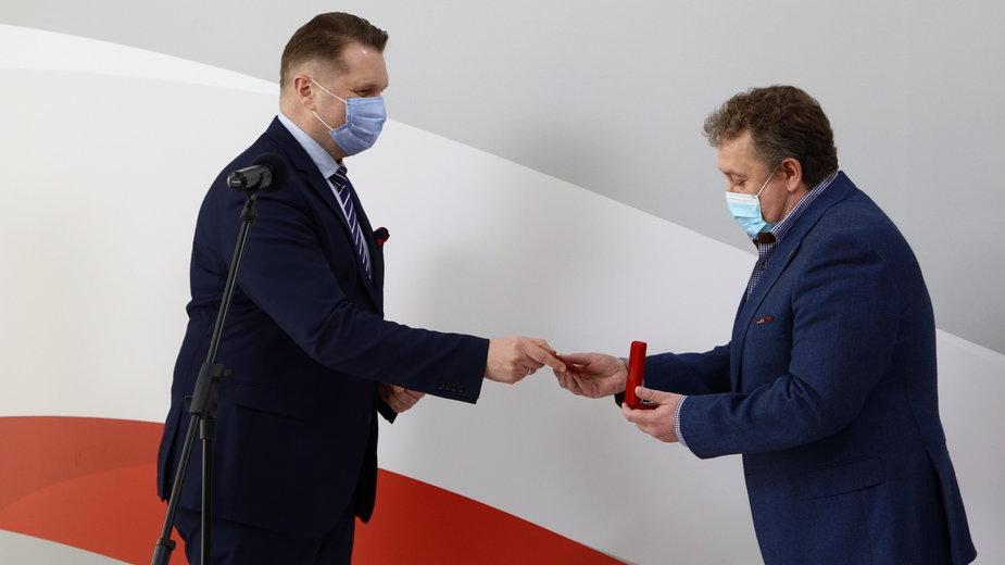 Dyrektor XXXIV LO w Łodzi odznaczony medalem KEN