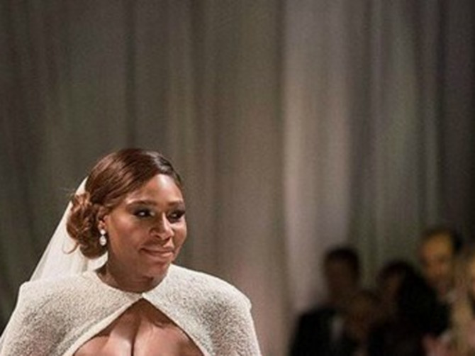 Serena obukla DVA BROJA MANJU venčanicu i ne znamo kako u njoj diše: Košta 2,6 miliona, a PUCA PO ŠAVOVIMA
