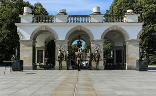 Warszawa: Przed Grobem Nieznanego Żołnierza rozpoczyna się uroczysta odprawa wart