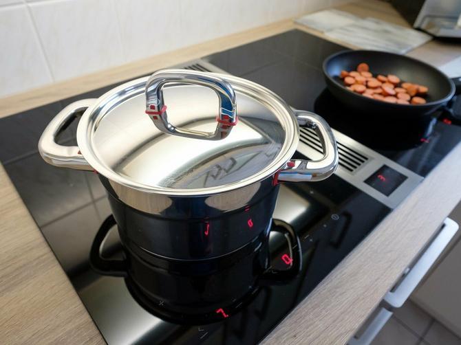 Evo zašto sos od paradajza NIKADA ne treba da kuvate u ovom posuđu, a to svi radimo