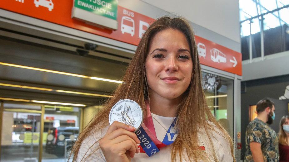 Maria Andrejczyk ze złotym medalem igrzysk olimpijskich w Tokio