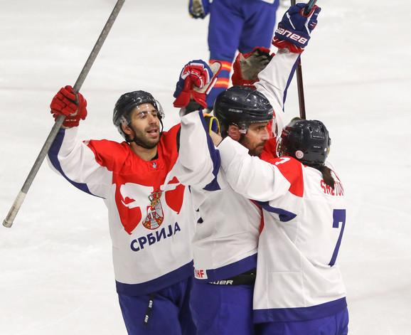 Slavlje naših hokejaša posle velike pobede protiv Španije