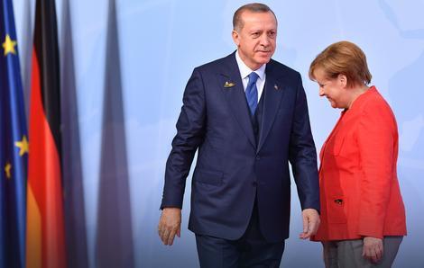 Na ratnoj nozi: Erdogan i Merkelova