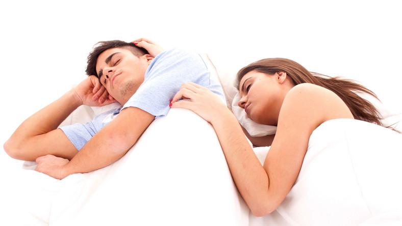 Sen o tym, że partner cię zdradza, może oznaczać realny rozpad związku