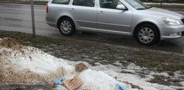 Stopniał śnieg, miasto tonie w brudzie