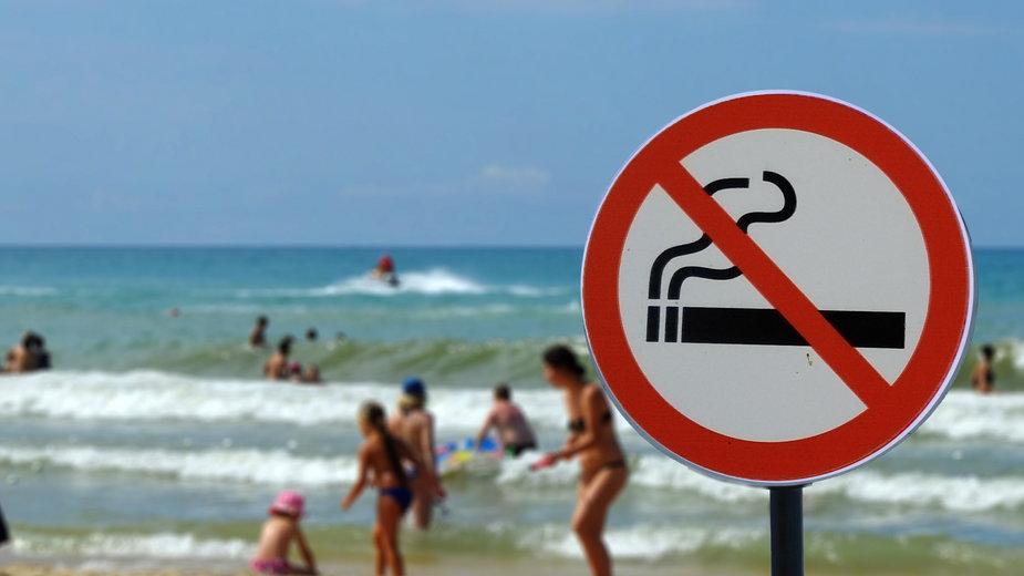 Palenie papierosów na plaży