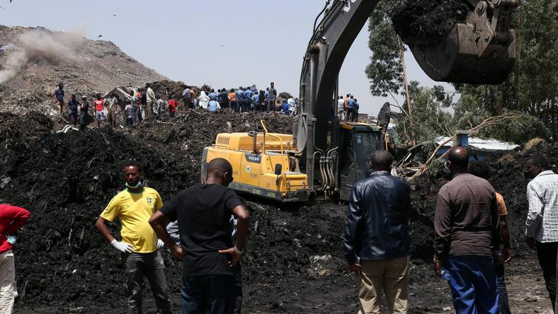 Trwa poszukiwanie ofiar śmiertelnych osuwiska na wysypisku śmieci w Etiopii