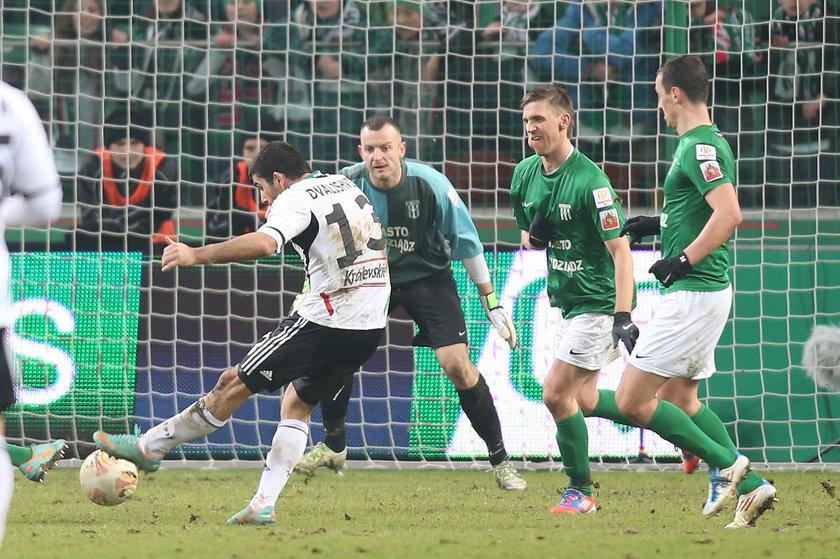 Wladimir Dwaliszwili strzela gola dla Legii w meczu o Puchar Polski