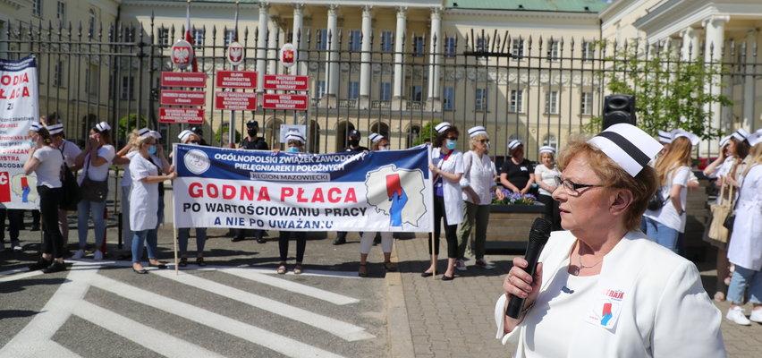 Lekarze i pielęgniarki grożą strajkiem. Chcą podwyżek tak jak politycy