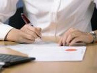 Czy w świadectwie pracy trzeba podać dane o dodatkowym zasiłku opiekuńczym