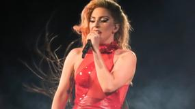 Lady Gaga w skąpych strojach na koncercie