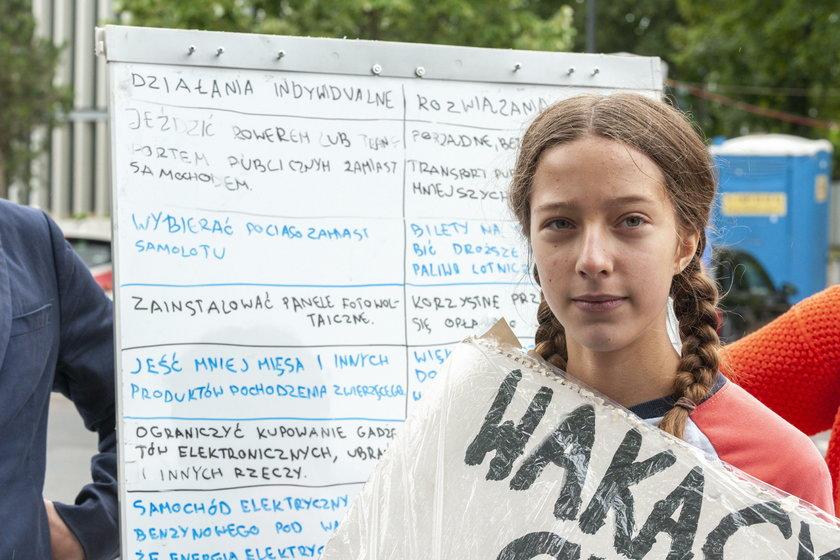 Kinga Rusin wsparła protestującą pod Sejmem 13-latkę