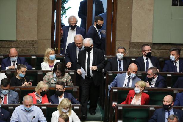Prezes PiS Jarosław Kaczyński w ubiegłym tygodniu wrócił z urlopu i od tej pory kolędują do niego politycy partii.