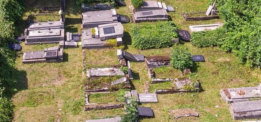 To oni zniszczyli cmentarz żydowski. Są jeszcze dziećmi...
