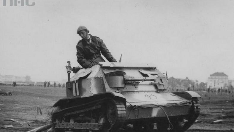 Prace nad czołgiem ruszyły na początku 1931 roku pod kierunkiem inż. Trzeciaka, a prototyp wykonały zakłady Ursus. Już latem 1931 roku pierwsze TK-3 trafiły do Wojska Polskiego