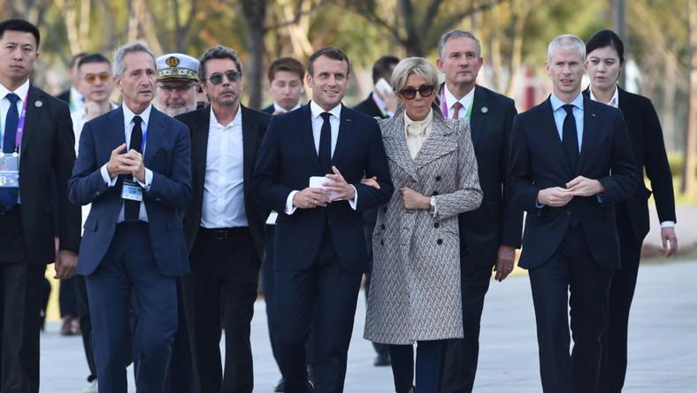 Francuska para prezydencka przebywa w tym tygodniu z wizytą w Chinach. Każde kolejne wyjście to dla Brigitte okazja do zaprezentowania nowej stylizacji...