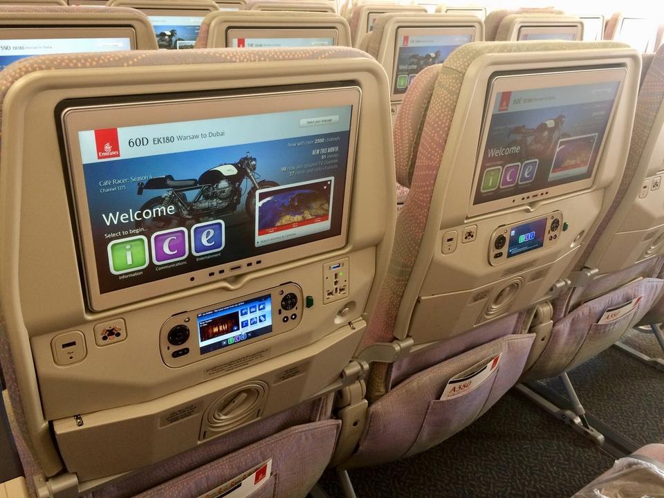 W każdej z klas pasażerowie mogą korzystać z systemu rozrywki pokładowej. Zapewnia on też łączność i informacje na temat podróży. W trakcie lotu można korzystać z pokładowego wi-fi.