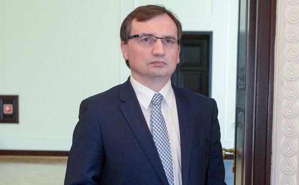 Według informacji Ziobry, w 2016 r. policja wystąpiła o kontrolę 4822 osób